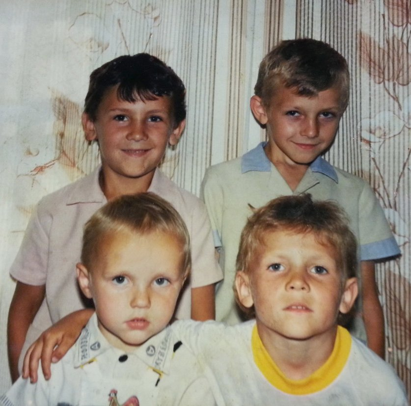 Young Alex growing up with 3 brothers